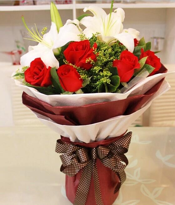 十一朵玫瑰两朵百合代表什么意义